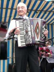 francis-et-son-accordeon.jpg